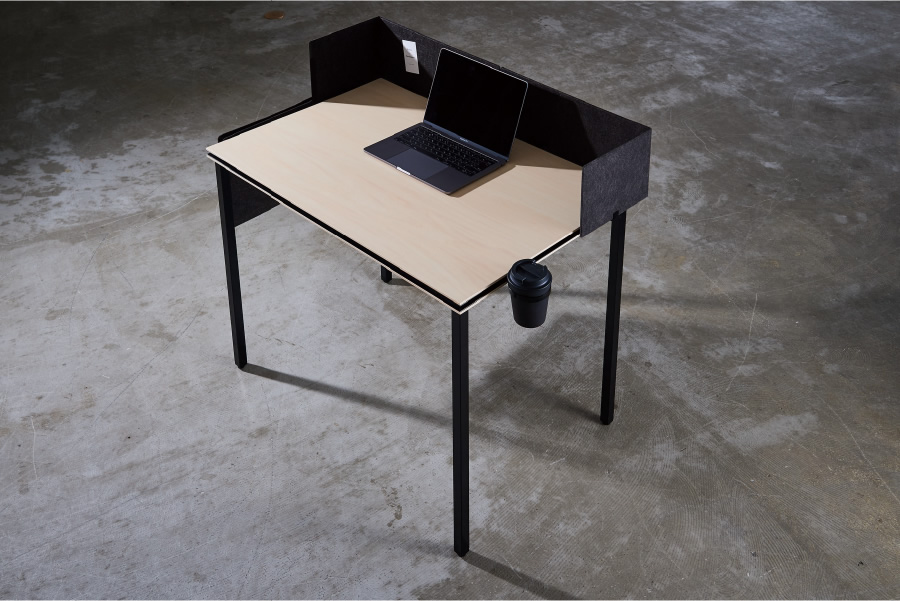 Keeps a large working area even with the compact top board